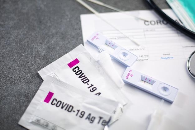 Набор для экспресс-теста на антиген для проверки коронавируса результат отрицательный результат с отчетным документом. ag на covid-19 с назальным экспресс-тестом.