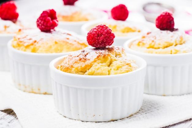 Малиновые лепешки с творогом и ягодами