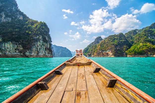 Ratchapraphaダムの美しい山々、カオソック国立公園、スラーターニー県、タイ