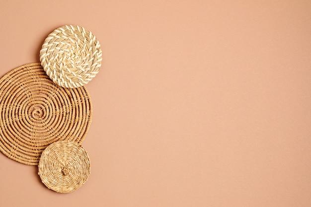 籐のバスケットの壁の装飾ボヘミアムスタイルの環境に優しいトレンディな部屋の装飾