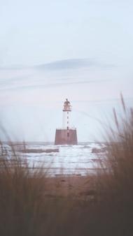 Маяк рэттрей-хед на побережье абердиншира, шотландия