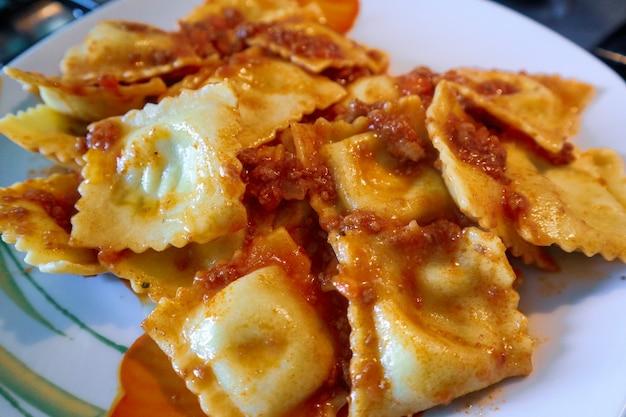 ラビオリの伝統的なイタリアンキッチン