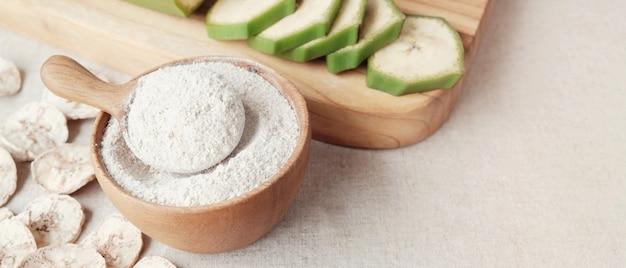 生および乾燥した緑色のバナナ、オオバコ粉、耐性粉、腸の健康のためのプレバイオティック食品