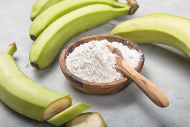 Сырые и сушеные зеленые бананы, мука подорожника, устойчивая мука, пребиотическая пища, здоровье кишечника