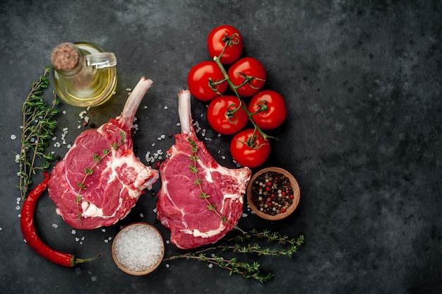 生の牛肉ステーキ、コピースペース
