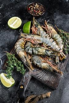 Raw black tiger prawns, shrimps and spices