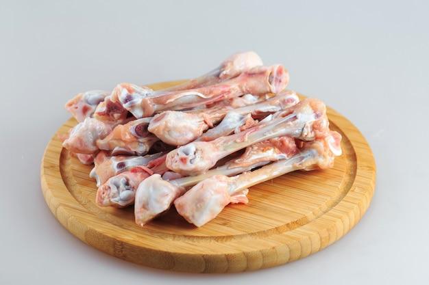 화이트에 생 닭 뼈