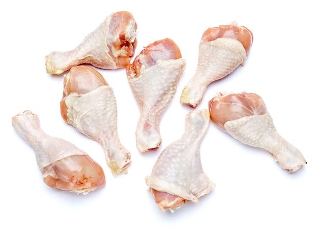 고립 된 흰색에 생 닭 다리