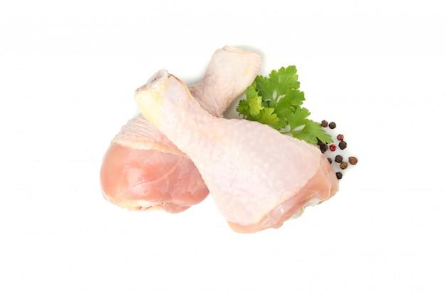 생 닭고기와 향신료 흰색 절연