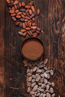 원시 코코아 콩 두 종류의 갈색 바탕에 베네수엘라.
