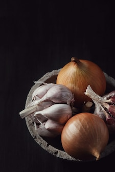 Raw and cutting onions and garlic