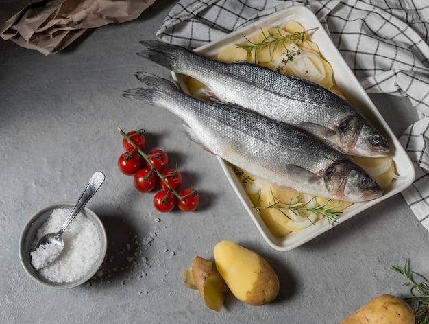料理のための生の魚のアレンジメント