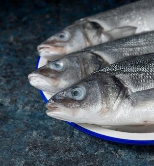 Assortimento di pesce crudo per cucinare