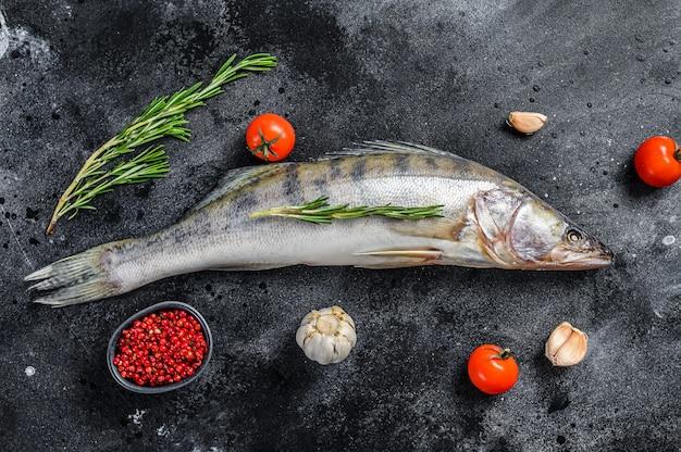 Сырая рыба с травами