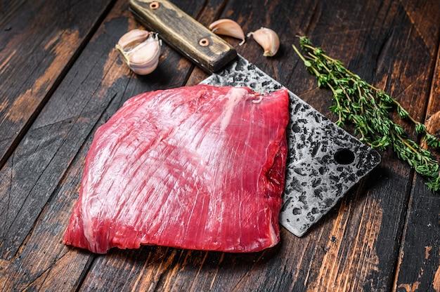 包丁に生のフランクビーフ霜降り肉ステーキ