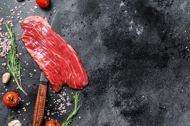 Сырой стейк flank black angus мясо говядины