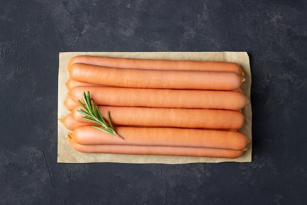 Сырые сосиски