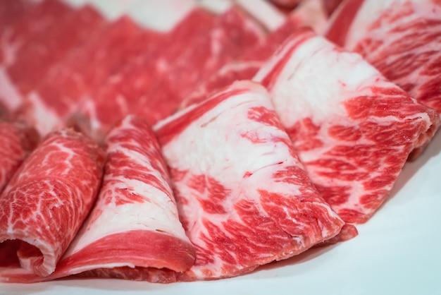 生の新鮮な牛肉