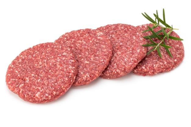 Сырое свежее мясо гамбургера изолированные