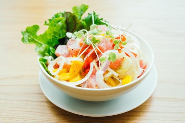 Raw and fresh tuna with vegetable salad