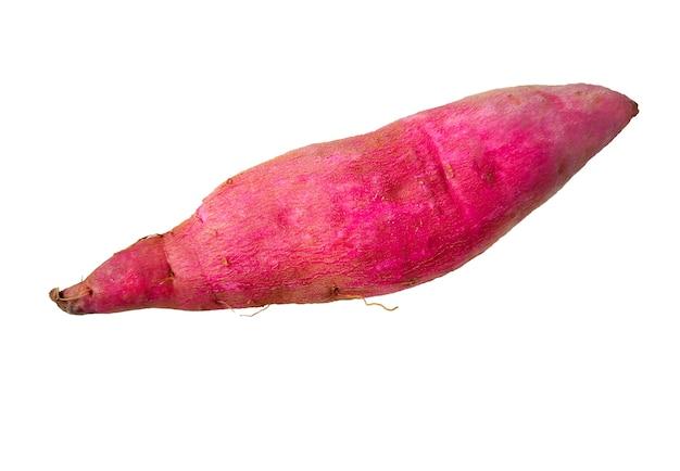 白い背景の上の生の日本の甘い紫色のジャガイモ。