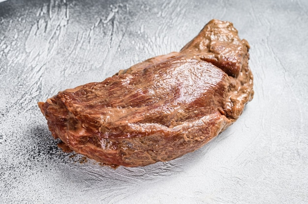 Тройной стейк из сырой маринованной говядины для жаркого