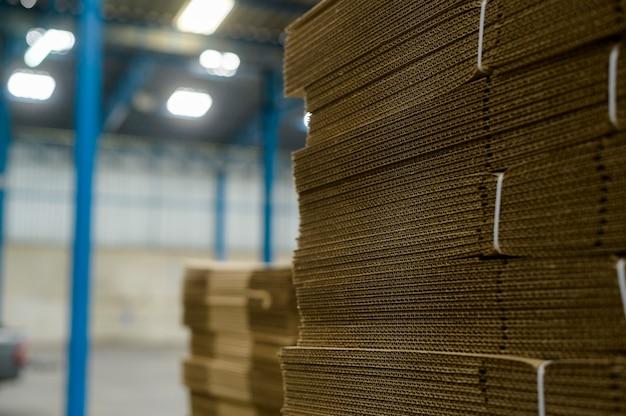 Сырье для медицинского промышленного завода на складе