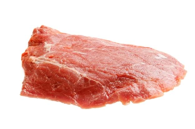 Сырое мясо, изолированные на белом фоне