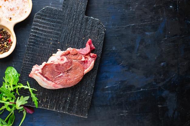 Кусок сырого мяса оссобуко, говядина, баранина, свинина, закуска