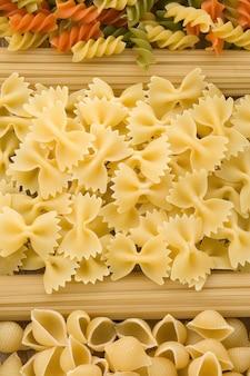Сырая паста и спагетти