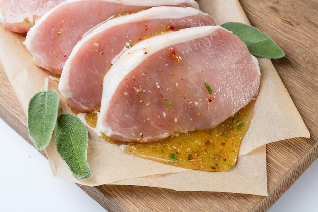 はちみつとハーブで作ったソースの生豚エスカロップ