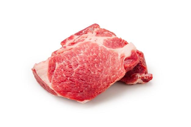 원시 돼지 고기 흰색 배경에 고립입니다.