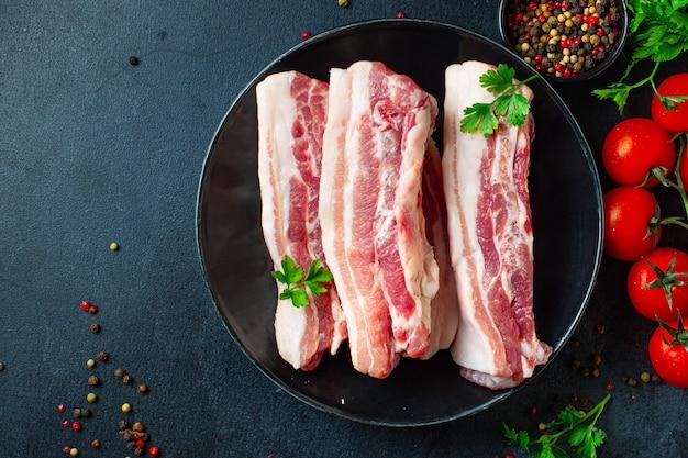 생 돼지 고기 또는 소고기 심장 조각 고기 두 번째 코스 스낵 바로 먹을 수 있음