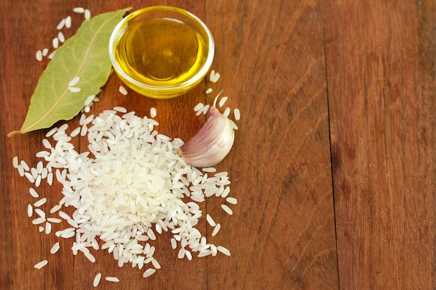 Raw rice with oil, bay leaf and garlic