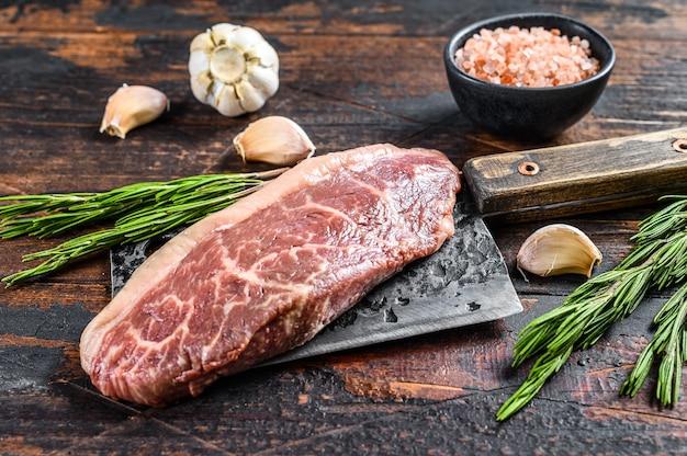 肉切り包丁の生ランプキャップステーキ