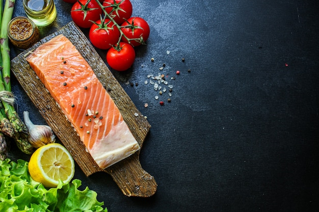 Сырой лосось кусок рыбы морепродукты свежее блюдо