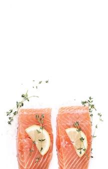 Сырой лосось со специями
