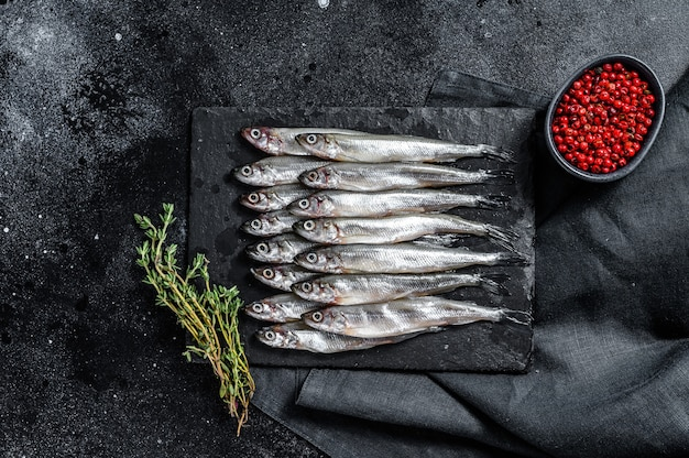 Raw smelt with pepper and thyme
