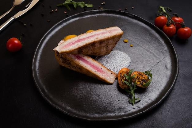 Кулинарный рецепт ресторана сырого стейка