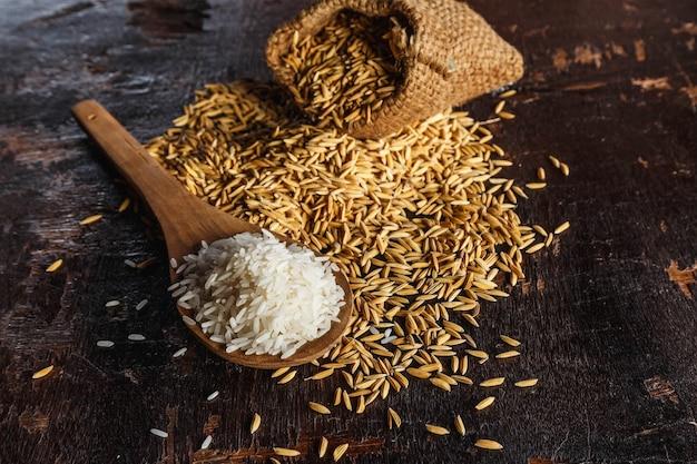 木製の生ご飯と水田ご飯