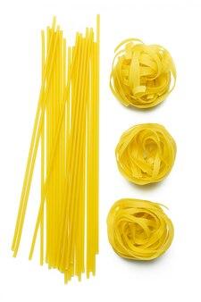 生タリアテッレパスタとスパゲッティに分離