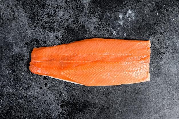 Сырое филе форели. органическая рыба