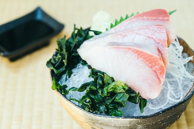 Crudo con sashimi di pesce fresco di carne hamachi
