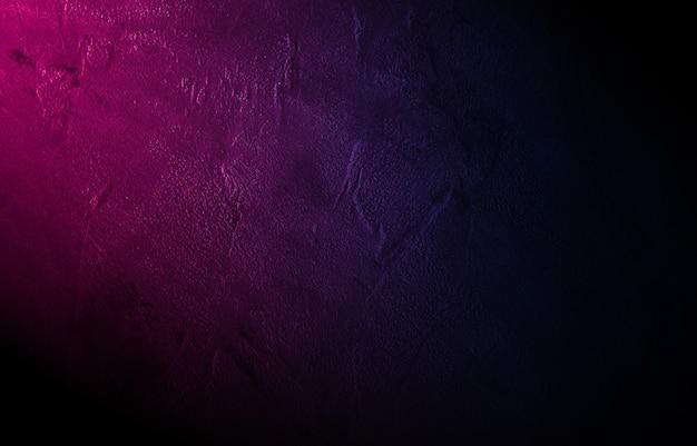 젖은 아스팔트 빈 장면 복사 공간 네온 벽돌 벽에 광선 네온 불빛