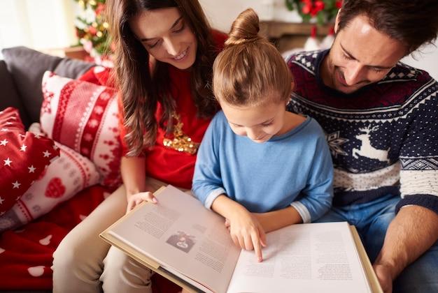 クリスマスに面白い話を読む