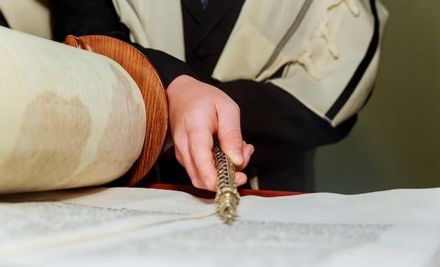 Чтение еврейской торы во время бар-мицвы бар-мицва чтение торы