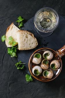 Ready to eat escargots de bourgogne snails