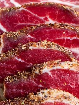 고기 돼지 고기로 만든 기성품 및 공장에서 준비된 제품