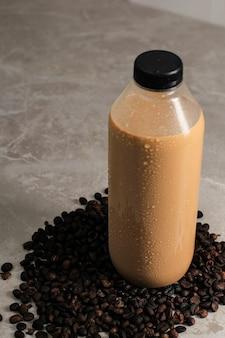 Готов пить кофе в пластиковой бутылке. готовый к употреблению кофе в литрах и большая бутылка перестали быть популярными во время пандемии