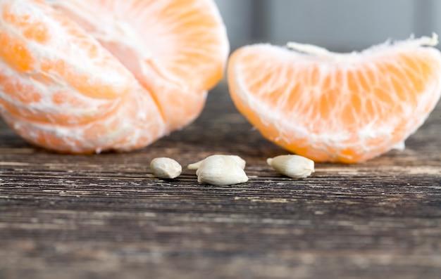 本物のエコロジカルな柑橘系の果物、すぐに食べられるジューシーな果肉、製品の甘酸っぱい味
